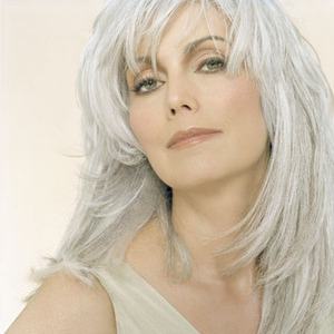 Emmylou Harris Charged With Hit-And-Run After Beverly Hills Fender Bender