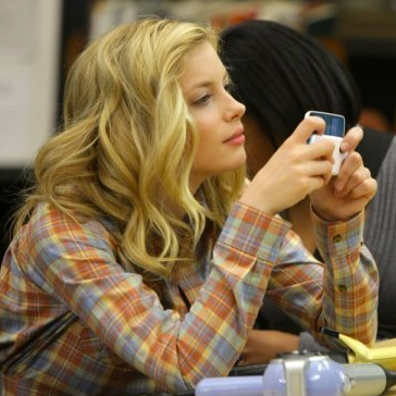 Gillian Jacobs Talks <em>Community</em>'s Second Season, Foot Fetishes