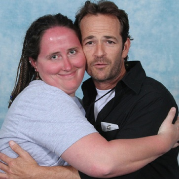 Luke Perry Poses with Fans at DragonCon
