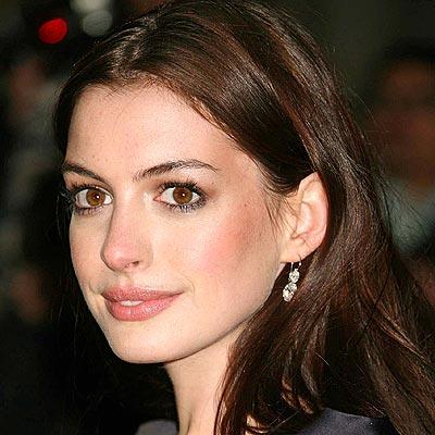 Anne Hathaway Leads Casting Rumors for <i>Les Miserables</i> Film