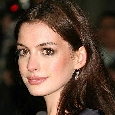 Anne Hathaway Leads Casting Rumors for <i>Les Miserables</i> Film