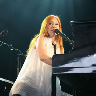 Tori Amos Writes Musical for UK Theatre