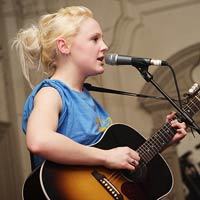 Watch Laura Marling Play a New Song