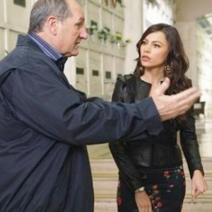 """<i>Modern Family</i> Review (Ep. 2.17 - """"Two Monkeys and a Panda"""")"""