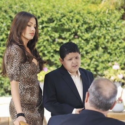 "<em>Modern Family</em> Review: ""See You Next Fall"" (Episode 2.23)"