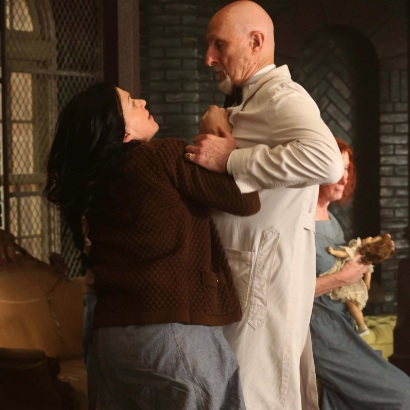 """<i>American Horror Story</i> Review: """"I Am Anne Frank, Part 1"""" (Episode 2.04)"""