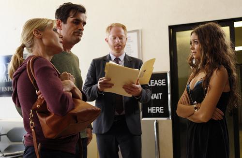 """<i>Modern Family</i> Review: """"Arrested"""" (Episode 4.07)"""