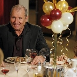"<i>Modern Family</i> Review: ""New Year's Eve"" (Episode 4.11)"
