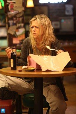 "<i>It's Always Sunny in Philadelphia</i> Review: ""The Gang Broke Dee"" (Episode 9.01)"