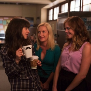"<i>New Girl</i> Review: ""Nerd"" (Episode 3.02)"