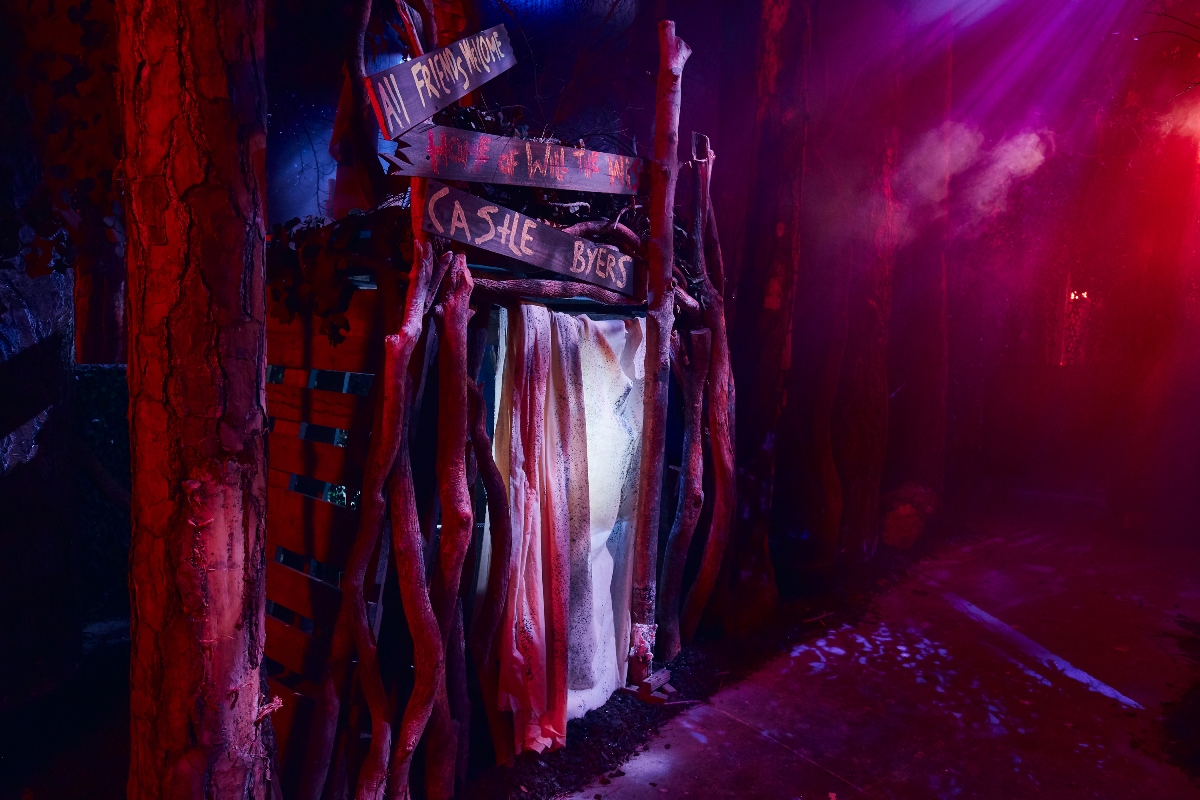 4_first look inside stranger things haunted house at universal studios halloween horror nightsjpg