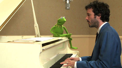 Watch Bret McKenzie Duet With Kermit the Frog