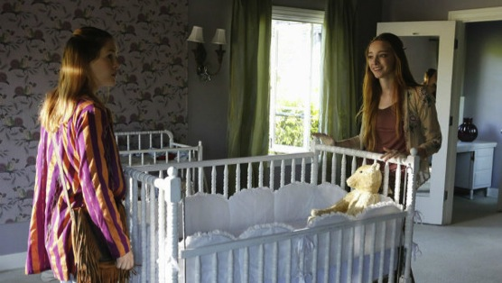 """<i>Aquarius</i> Review: """"Your Mother Should Know"""""""