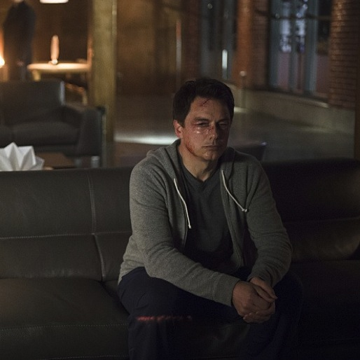 """<i>Arrow</i> Review: """"The Offer"""""""