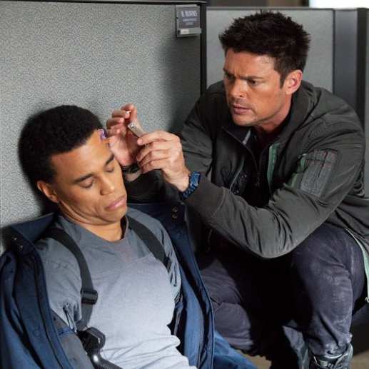 "<i>Almost Human</i> Review: ""Are You Receiving?"" (1.03)"