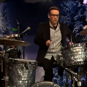 Watch Fred Armisen and ?uestlove Drum Duel on <i>Fallon</i>