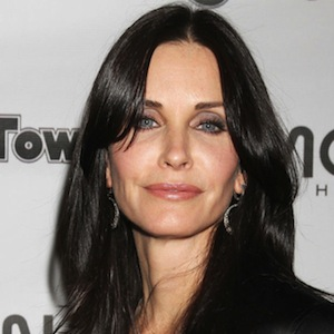 Courteney Cox To Make Directorial Debut in <i>Hello I Must Be Going</i>
