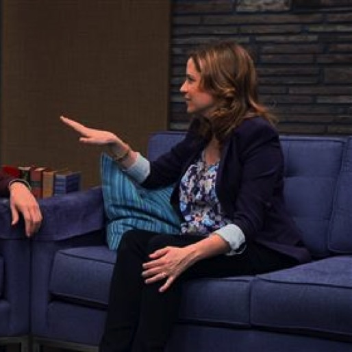 """<i>Comedy Bang! Bang!</i> Review: """"Jenna Fischer Wears A Floral Blouse and Black Heels"""""""