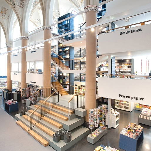 A Dutch Cathedral Tranforms into a Modern Bookstore