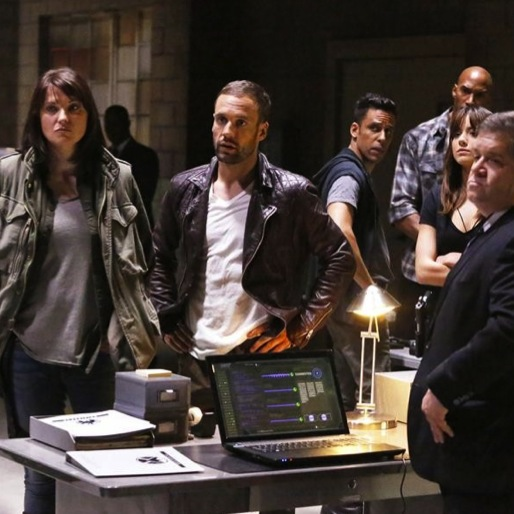"<i>Marvel's Agents of S.H.I.E.L.D.</i>  Review: ""Shadows"""