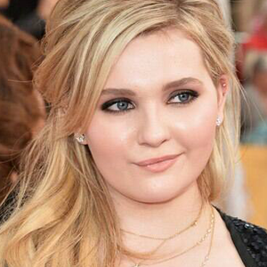 Abigail Breslin To Pen Nonfiction Book from HarperCollins