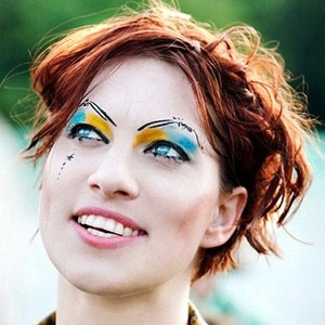 Amanda Palmer Recruiting Audience Members to Sing for Her at Paris Gig