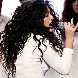 Highlights from the AMAs: Lorde, Iggy Azalea, Lil Wayne Perform