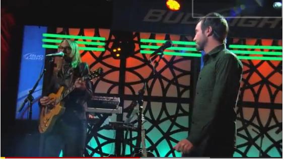 Aimee Mann and The Shins' James Mercer Perform a Duet on <i>Jimmy Kimmel Live!</i>