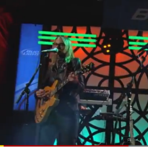 Aimee Mann and The Shins' James Mercer Perform a Duet on <i>Jimmy Kimmel Live!</i>