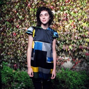 Watch a Clip of St. Vincent's <i>Gossip Girl</i> Performance