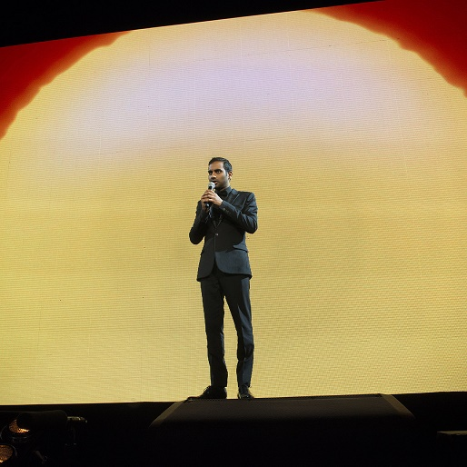 Watch an Extended Trailer for Aziz Ansari's New Stand-up Special