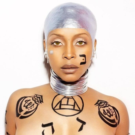 Watch Erykah Badu Secretly Perform In Times Square And Make $3.60