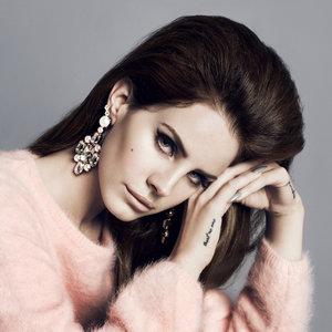 "Lana Del Rey Teases ""Big Eyes"" From Upcoming Tim Burton Film"