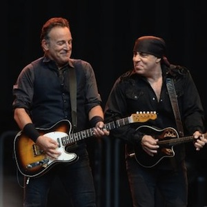 Bruce Springsteen Dedicates Full <i>Born To Run</i> Performance to James Gandolfini