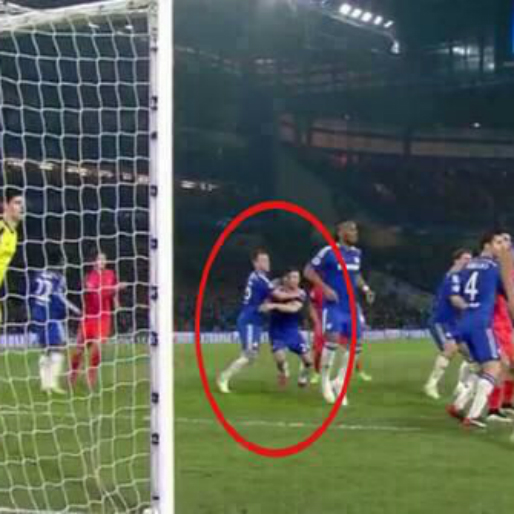 How the John Terry-Gary Cahill Mandwich and an Out-Swinging Corner Allowed PSG to Score