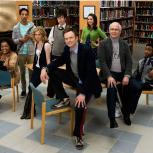 &lt;i&gt;Community&lt;/i&gt; Cast Gives Fans Surprise Clip Discussing Premiere Date