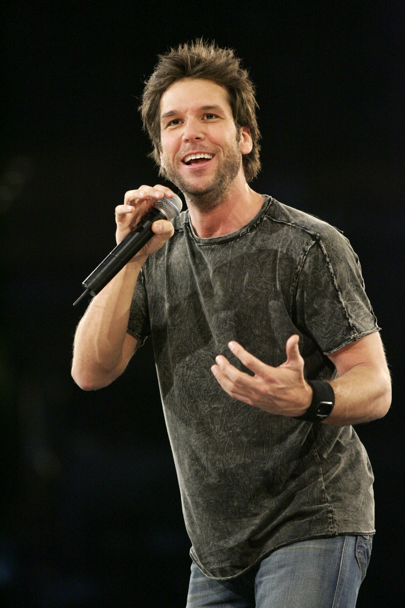 Dane Cook Will Play Howard Stern-Like DJ on New NBC Comedy