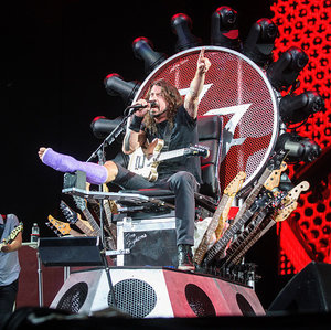 """Dave Grohl Was Reportedly """"High as a Kite"""" When He Sketched His Iron Throne Design"""