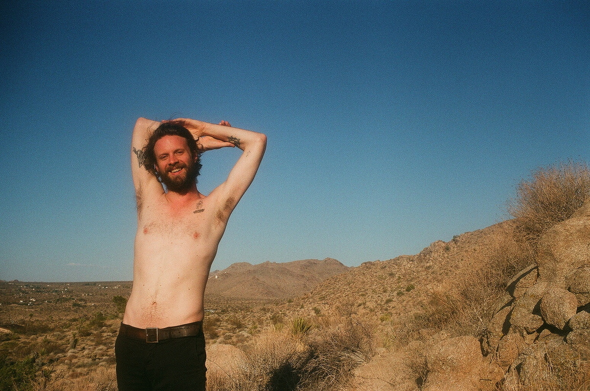 a-day-in-the-life-of-father-john-misty photo_31435_0