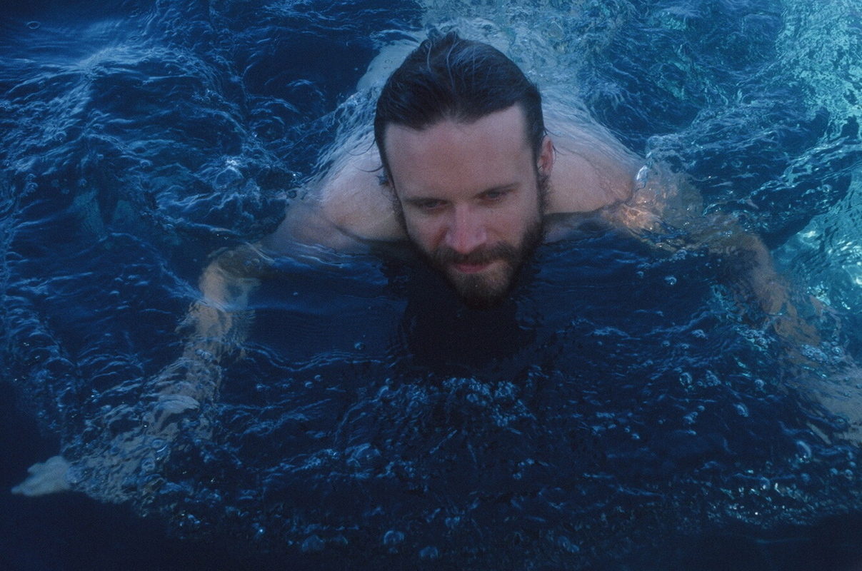 a-day-in-the-life-of-father-john-misty photo_31438_0