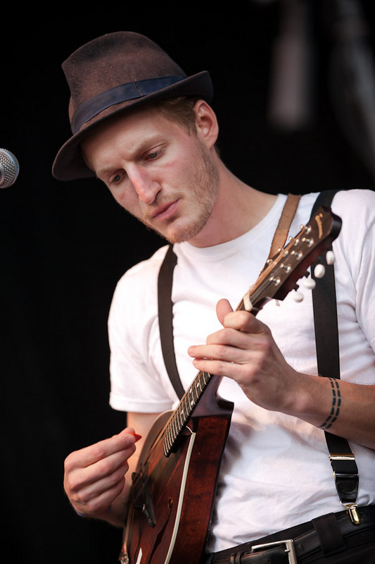 a-day-in-the-life-of-the-lumineers-2 photo_28278_0-8