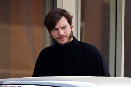 ashton-kutcher-as-steve-jobs photo_12919_0