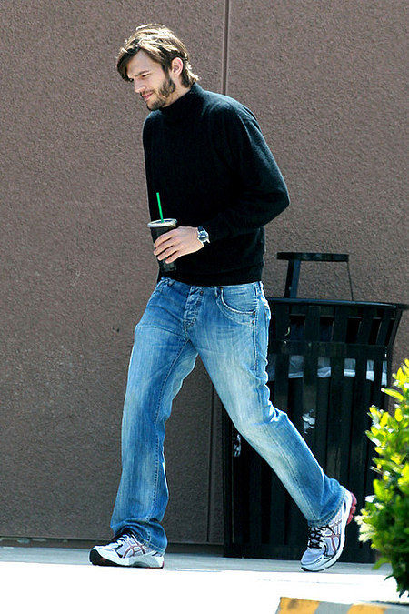 ashton-kutcher-as-steve-jobs photo_14056_0