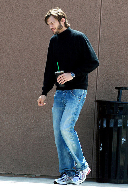 ashton-kutcher-as-steve-jobs photo_15316_0-2
