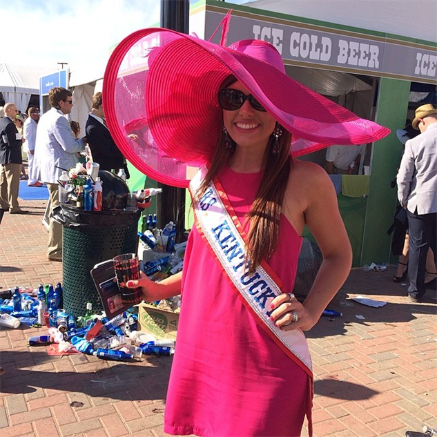 best-of-derby-hats miss-kentucky-so-pissed-i-took-her-picture-in-front-of-a-tra