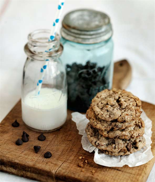 chocolate-chip-cookies neiman-marcus-cookie-claire-barboza