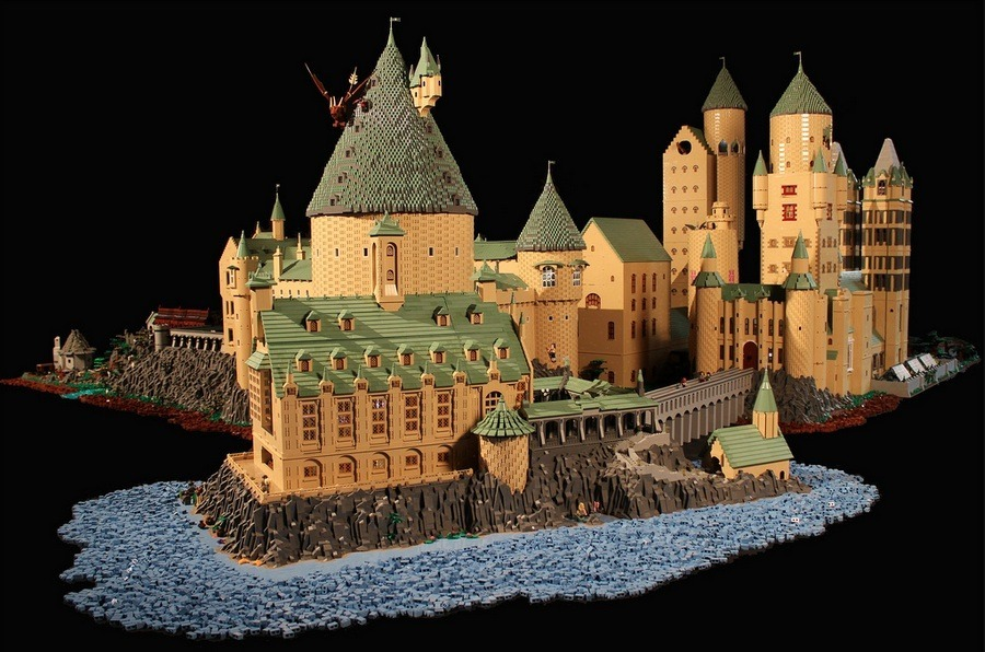 An Amazingly Detailed LEGO Hogwarts Castle