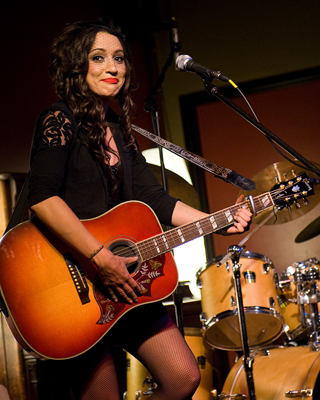 lindi-ortega-seattle photo_20794_0-10