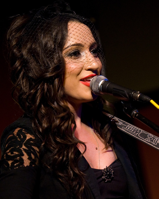 lindi-ortega-seattle photo_20794_0-3