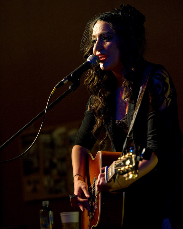 lindi-ortega-seattle photo_20794_0-4